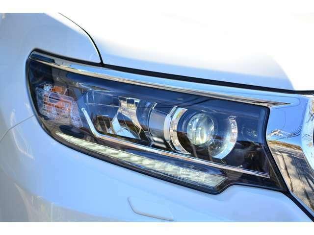 LEDヘッドランプとLEDポジションライトが標準装備!