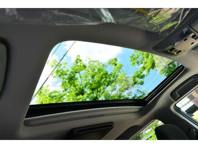 Bプラン画像:スイッチ操作で簡単に開閉。室内に爽やかな光と風を採り込めます。