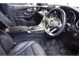 AMGエアロ・AMG19インチ5ツインスポークアルミホイール・サイドランニングボード・自動リアゲート&ハンズフリーアクセス・エアサス・パドルシフト付きマルチファンクションステア