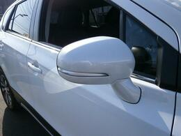 『LEDサイドターンランプ付ドアミラー』を装備しております!対向車や被視認性が向上するので、安全装備でもあるのです!