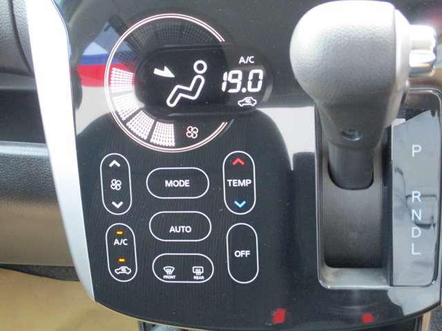 軽自動車初のタッチパネル式オートエアコン装備。