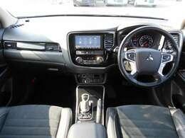 落ち着いたインテリア!フロントシートは大型でゆったり座っていただけます。ロングドライブでも疲れにくくて、快適なツーリングが楽しめます。