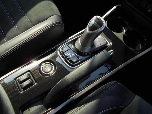ボタン一つで4WDのモード切り替えを簡単に行えますよ。