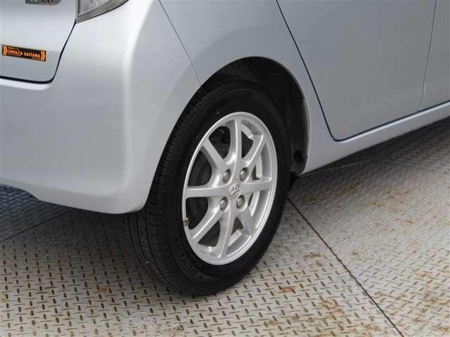 タイヤサイズは155/65R14!純正アルミホイール!残り溝は6ミリ程度です!