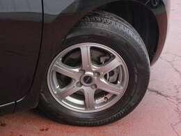タイヤサイズは185・70・14になります。アルミは社外になります。