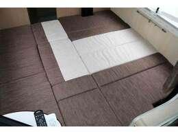 ダイネットベッドサイズ193cm×187cm 大人でもゆったり就寝可能な大型ベッドです☆