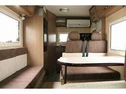 高年式 低走行のワンオーナー車☆家庭用エアコン搭載で季節を問わずに快適なキャンプが可能です☆