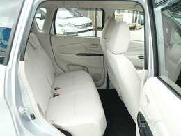 リヤシートはリクライニング&スライド機能付で便利です!