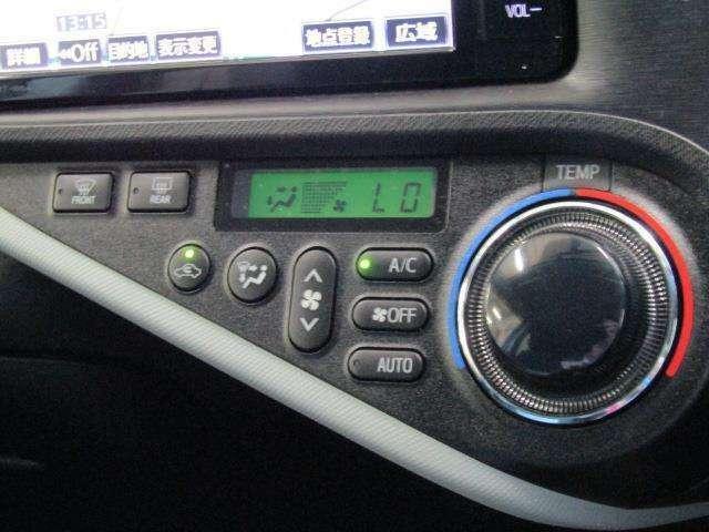 オートエアコンです。室内空間を快適な温度に保ってくれます。あると嬉しい機能ですね。