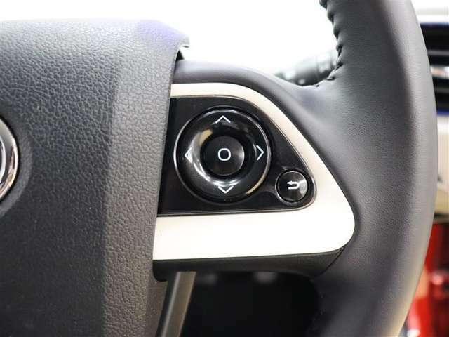 マルチインフォメーションディスプレイの表示切り替えの操作を、ハンドルから手を離さずに操作でき運転に集中できます。4方向スイッチにより操作を行えて、縦横両方向のある階層型メニューも滑らかに操作可能です