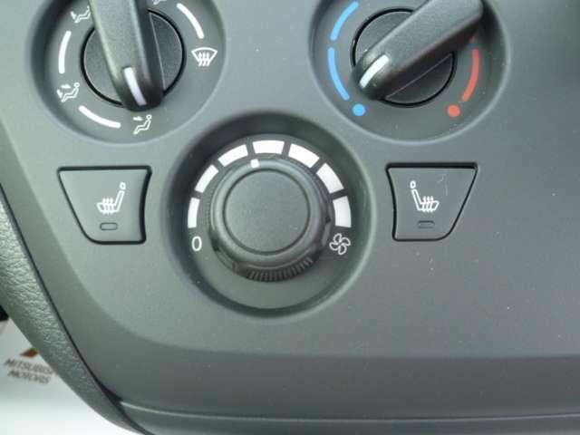 エアコン操作もダイヤル式で使いやすい