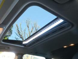 ?チルト機構付きサンルーフを装備しております。車内を明るくするために開放感があり、周りの景色も明るく見せてくれます。ドライブの楽しさを倍増させてくれること間違いありません!!