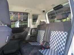 後部座席は3人乗りとなります!チャイルドシートも問題なく設置できます!言い切りますが、シートに傷や汚れ等は一切ありません!!シートベルトによるスレもありません!これは素晴らしい!