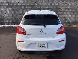 ボディカラーは白です。白は車体を大きく見せる効果がありますので、ミラージュの存在感がアップします。また、イメージで言えば白は清潔、神聖、純粋、厳粛を表します。