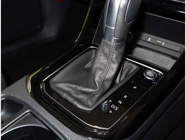 パドルシフトとマニュアルモード付き7速DSGを装備、力強い走りと低燃費を実現!