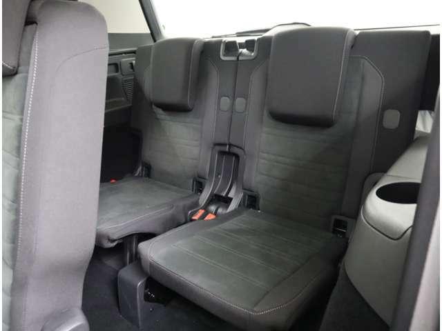 リヤシートには、サイドエアバックが標準装備されています。ISOFIX対応のチャイルドシートも取付可能です。