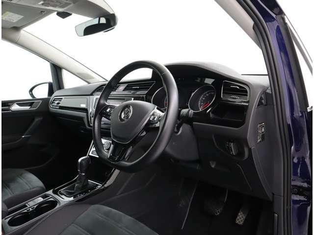 衝撃吸収ボディと強固なキャビン、ニーエアバック(運転席)を加えた合計9個のエアバックを装備して、優れた安全性と静粛性を実現しています。