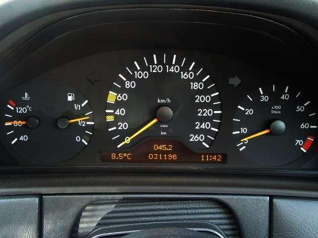 3眼メーターは外気温や時計などのインフォメーションディスプレイ付♪走行距離少な目の31.196km!!実走です!!