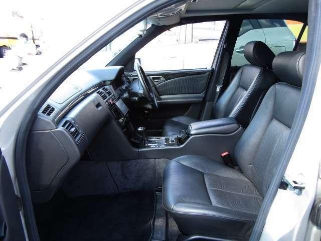 運転席はもちろん、助手席・サイドにもエアバッグ装備!もしもの時があっても安心です!