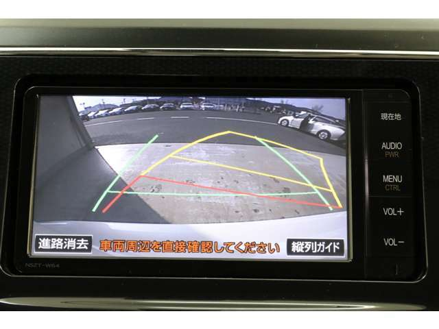 バックカメラはステアリング連動でガイドラインも動きます。便利で安全ですね。