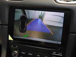 パークアシスト(前後)+バックカメラ装備してますので、駐車時も安心です。