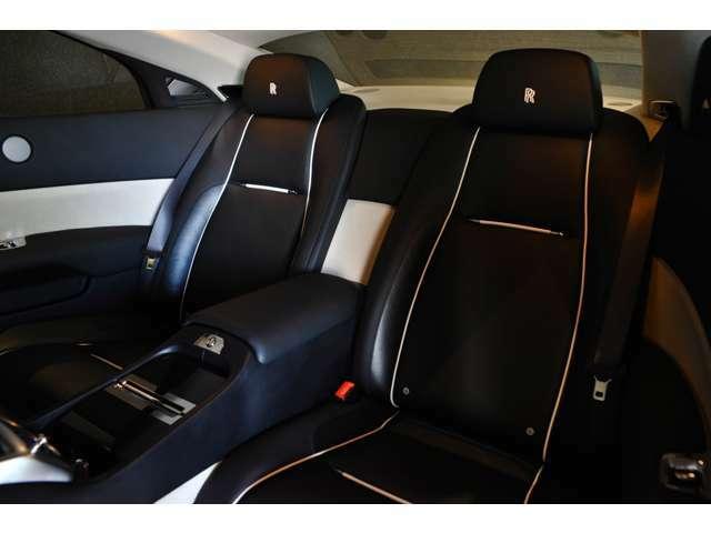 後部座席は大人の方でも長時間乗っても大丈夫なサイズです!