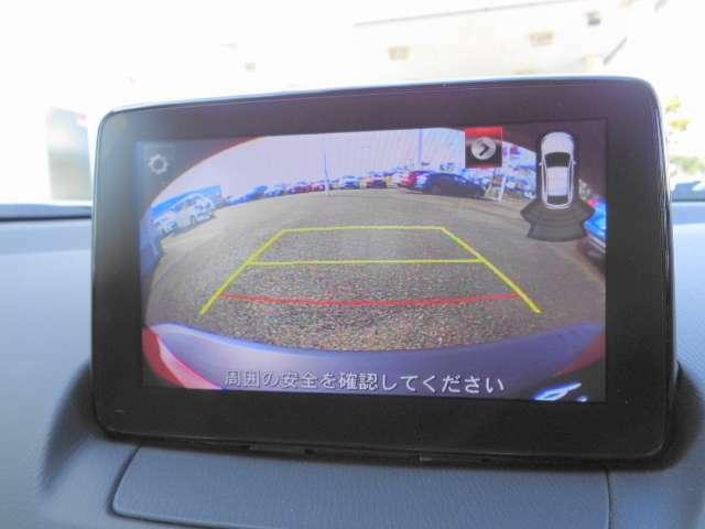 バックモニターの映像です。ガイドラインが付いているので初めての駐車場の後退も安心ですね。