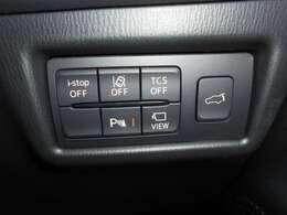 電動リアゲートは運転席のコントロールパネルでも操作可能です。