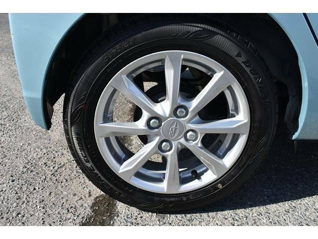 純正アルミホイール付きです。タイヤサイズは155/65R14になります