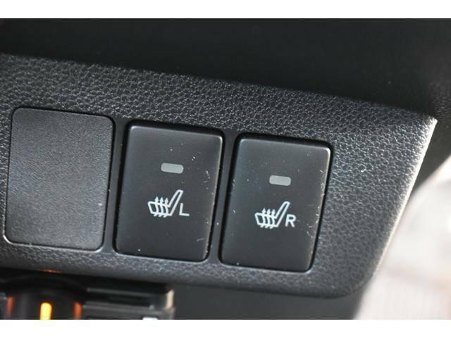 フロントシートはシートヒーター付で寒い冬に重宝します