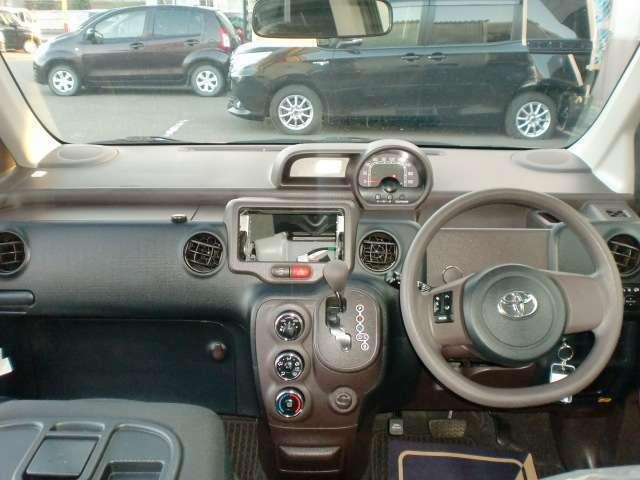 運転席、助手席周りには細かな収納が充実しています!