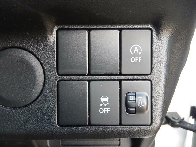 信号停車時など無駄な燃費消費を防ぐアイドリングストップ機能付いてます。エコな機能です。