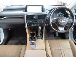 4WD・本革シート・リアエンターテイメントシステム・パノラミックモニター・PCS・LKA・全車速レーダークルーズ・BSM・HUD・シートエアコン・全席Sヒーター・純正20AW・電動ハッチバック・LED
