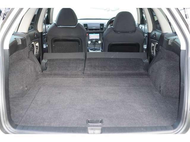 リアシートを収納すると広大な空間が生まれます。ワゴンとしてもご使用いただけます1台でございます♪
