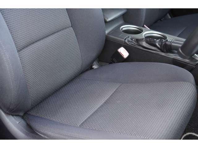 運転席、助手席ともに綺麗です。一度ご覧くださいませ。またパワーシートが装備されておりますので、ご自身の最適なドライブポジションにすることが可能でございます♪