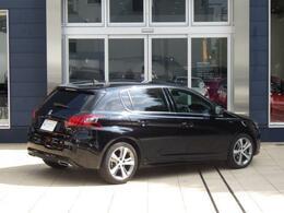 308 GTLINE 8AT のペルラネラブラックです。 スポーティーなデザインが満載のモデルです。