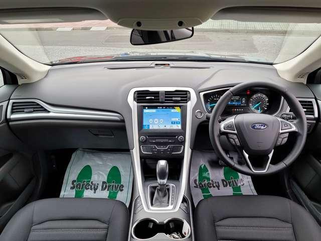 フォードDABオーディオシステムにより、高音質で音楽を楽しめます。
