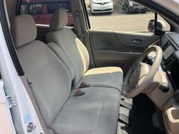 フロントシートは調整機能も細かく設定され、どんな体格にもフィット!!長距離でも快適なドライブをお楽しみ頂けます!