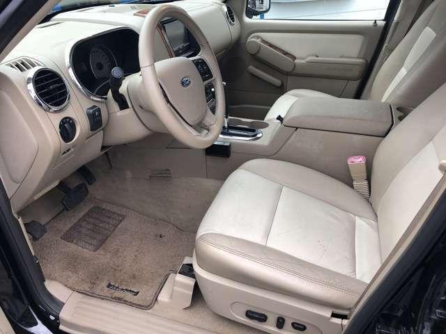 シートや足元のマットも汚れや使用感が少なく綺麗な状態♪操作性の良いスイッチパネルや、ワンタッチでのシート調節など単純明快で使い勝手◎♪体全体を包み込む大きなシートで快適なドライブをサポート♪