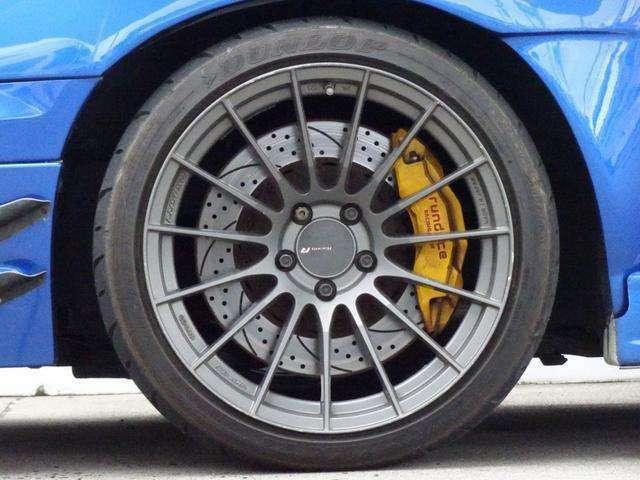 フロントキャリパー:Runduce 2pice Big6Pot 356φ  ローター:スリットドリルドロータ ペイントイエロー・ロゴ赤