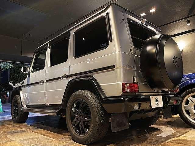 全長4530×全幅1810×全高1970mmのG350ブルーテックですが、ドライブポジションが高く視界がクリアなため、街中でも乗り回しやすいです。
