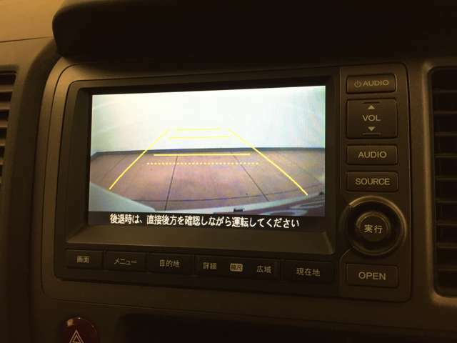 バックカメラがついており、後方の映像を確認できます。