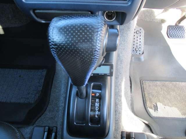 【シフト】フロアオートマ、4WD。