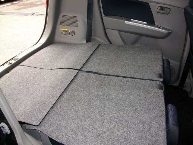 十分スペーストランクルーム!簡単操作でリアシートをフラットに!