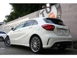 メルセデス・ベンツのスポーツコンパクトカー「Aクラス」 A180 AMGスタイル 入庫です!外装色は人気のカルサイトホワイトを配色!