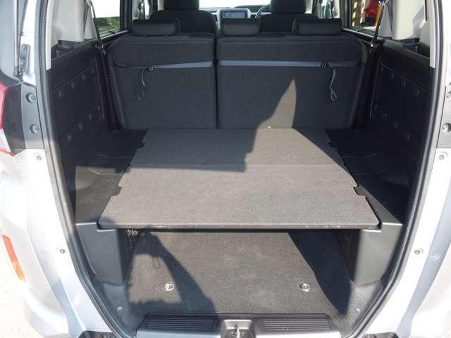 荷室はゆったりキャンプ道具などたくさん載せることが出来るでしょう!車中泊だって出来ちゃうお車です!