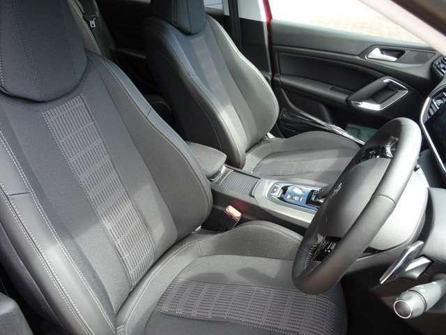 運転中も疲れを感じさせない、すわり心地の良いシート。シート素材はテップレザー・ファブリックです。【プジョー大府:0562-44-0381】
