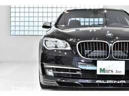 電子制御機構ZFオートマチック・トランスミッションは、リラックスしたATドライビング、また走行スタイルに応じたギアチェンジ、トルクおよび性能特性に対して調和の取れたプログラムを提供