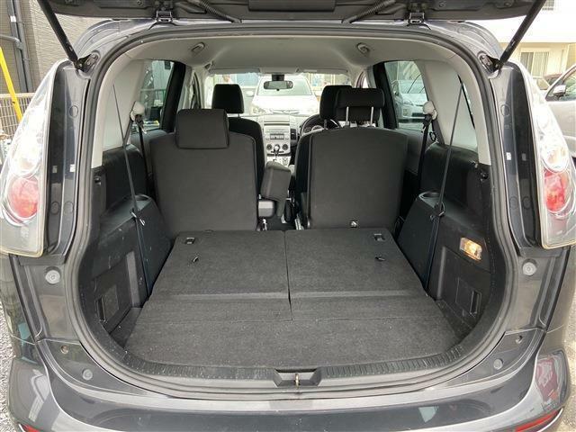トランクもこの広さ!いろいろ載せられますよ♪起こせば座席に早変わりです!