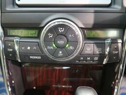 ●【左右独立温度調整フルオートエアコン】装備!季節問わず、運転席・助手席問わず!自由自在な温度調整が可能です♪快適なドライブには大事なポイントですね☆